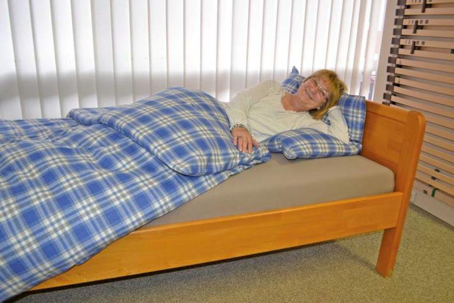 senioren betten bettenkaiser. Black Bedroom Furniture Sets. Home Design Ideas